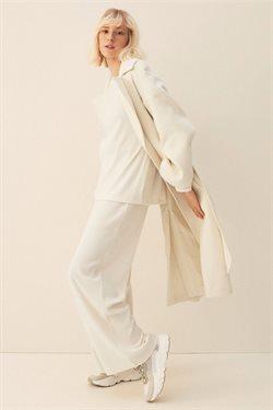 Promos de Vetêments, chaussures et accessoires dans le prospectus à H&M ( Plus d'un mois )