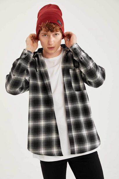 OVERSIZE FIT PLAID PATTERNED HOODED LONG SLEEVE SHIRT offre à 179 Dh