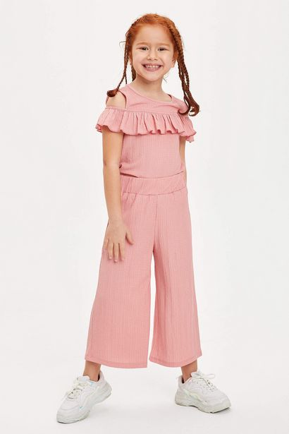 GIRLS' REGULAR FIT RUFFLE DETAIL BOTTOM TOP SET offre à 129 Dh