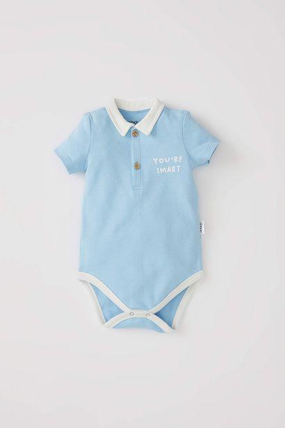 BABY BOY POLO NECK SHORT SLEEVE SNAP-ACTION BODYSUIT offre à 79 Dh