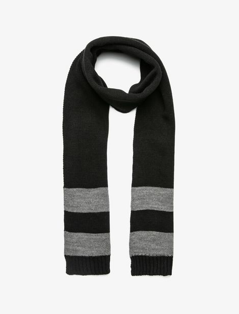 Striped Scarf offre à 29,99 Dh